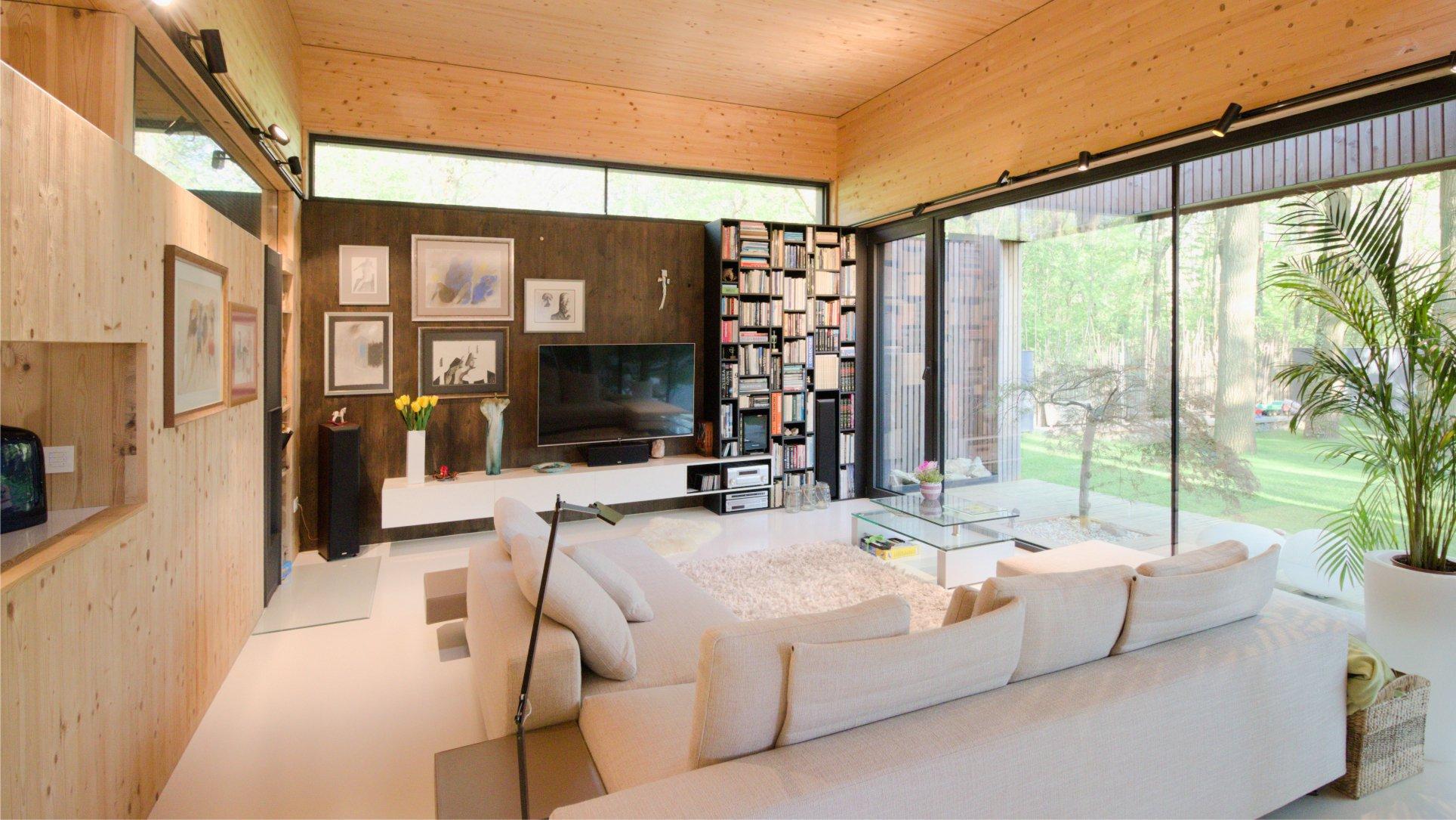 Drevodom s priznaným drevom v interiéri