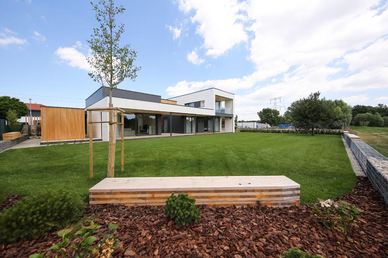 Dom z dreva pohľad zo záhrady